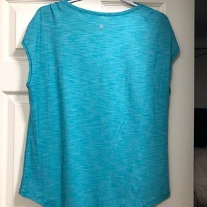 Woman's lululemon shirt